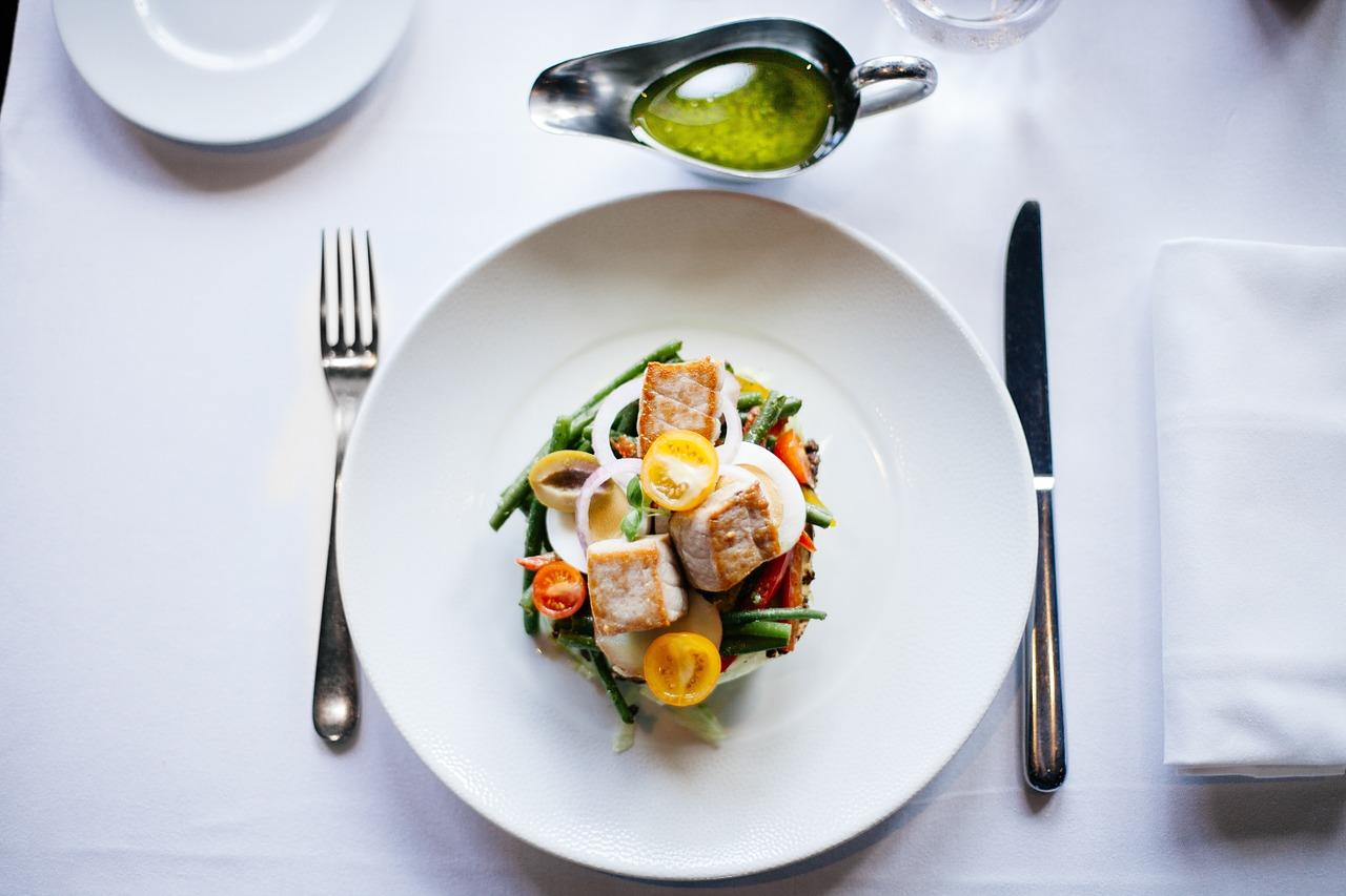 体脂肪の少ない引き締まった体型になれない人の食事選択の事例と対処法
