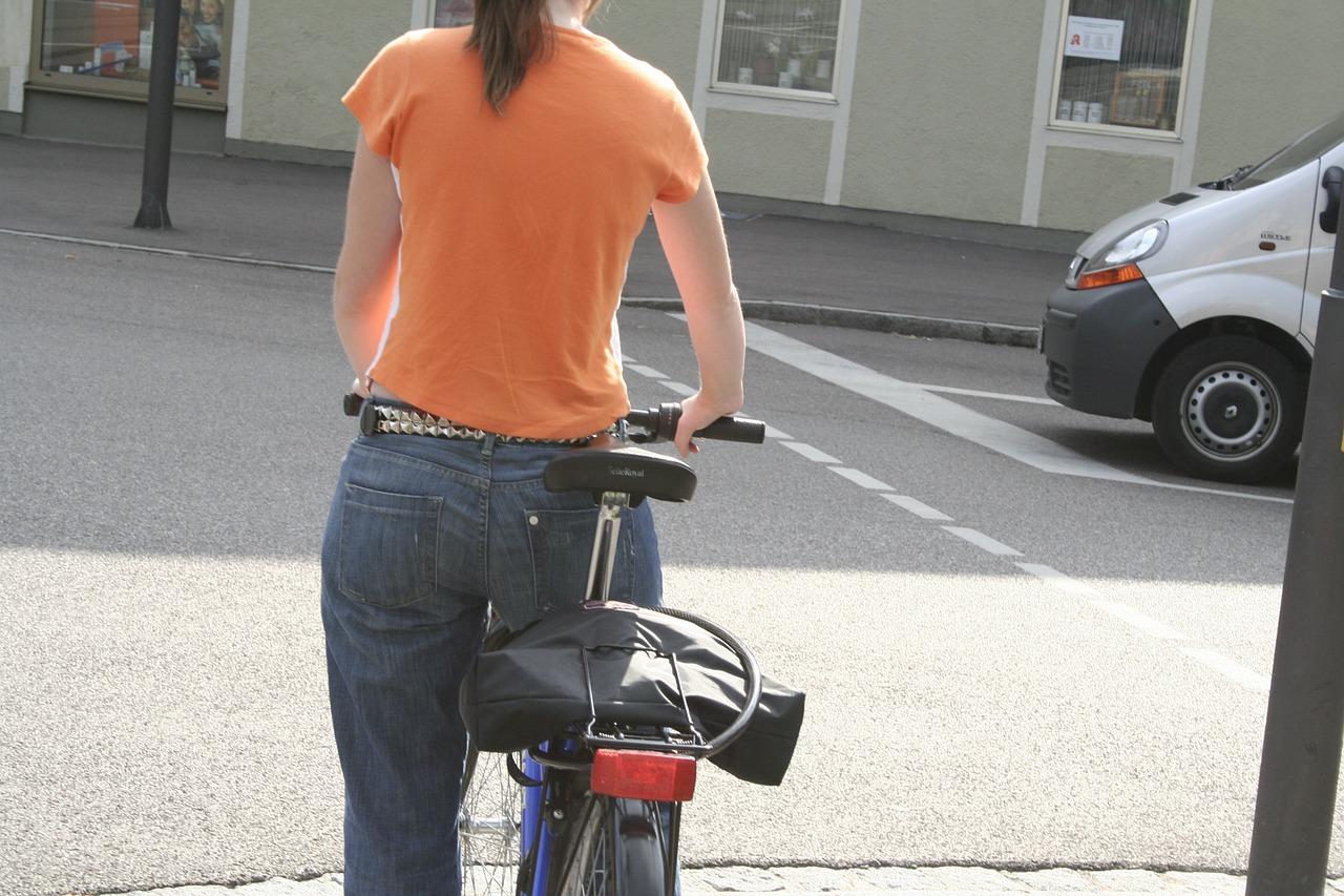 女性の下半身が太くなる原因は色々ある?対策も紹介